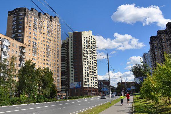 Город Долгопрудный, ул. Дирижабельная, д. 1, вид со стророны Нового бульвара
